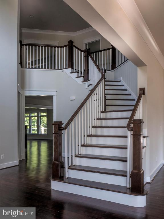 FOYER ENTRY.  ALSO 2ND  STAIRCASE OFF FAMILY-ROOM - 212 TAPAWINGO RD SE, VIENNA