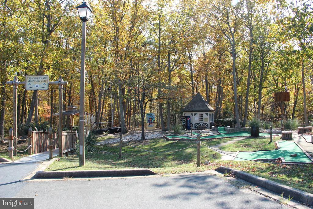 Pohick Bay Golf Course - 6013 CHAPMAN RD, LORTON