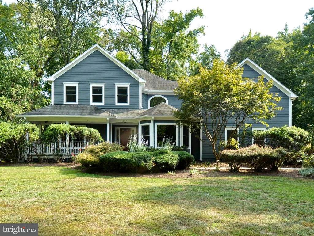 Outstanding Curb Appeal, Nearly 1 Full Acre - 6013 CHAPMAN RD, LORTON