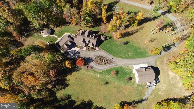 Single Family Homes para Venda às Elkins, West Virginia 26241 Estados Unidos