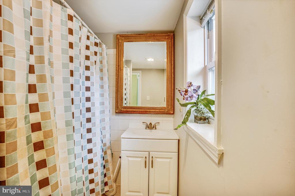 Full Bath - 8502 ADELPHI RD, ADELPHI