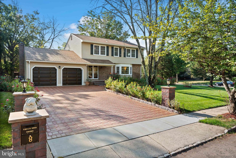 Single Family Homes für Verkauf beim North Brunswick, New Jersey 08902 Vereinigte Staaten