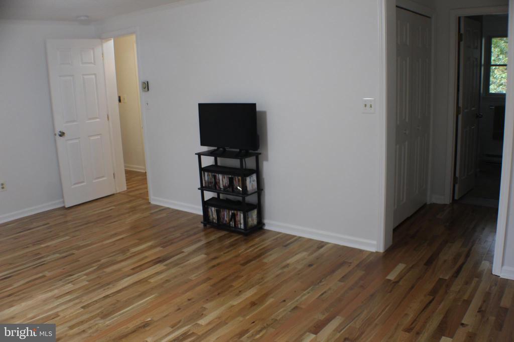 Master Bedroom with new hardwood floors - 7738 TALBOT RUN RD, MOUNT AIRY