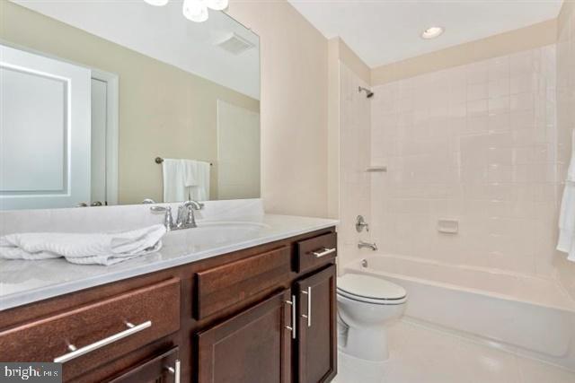 Hall bath - 2nd floor - 251 KNOTTY ALDER CT, WOODSBORO