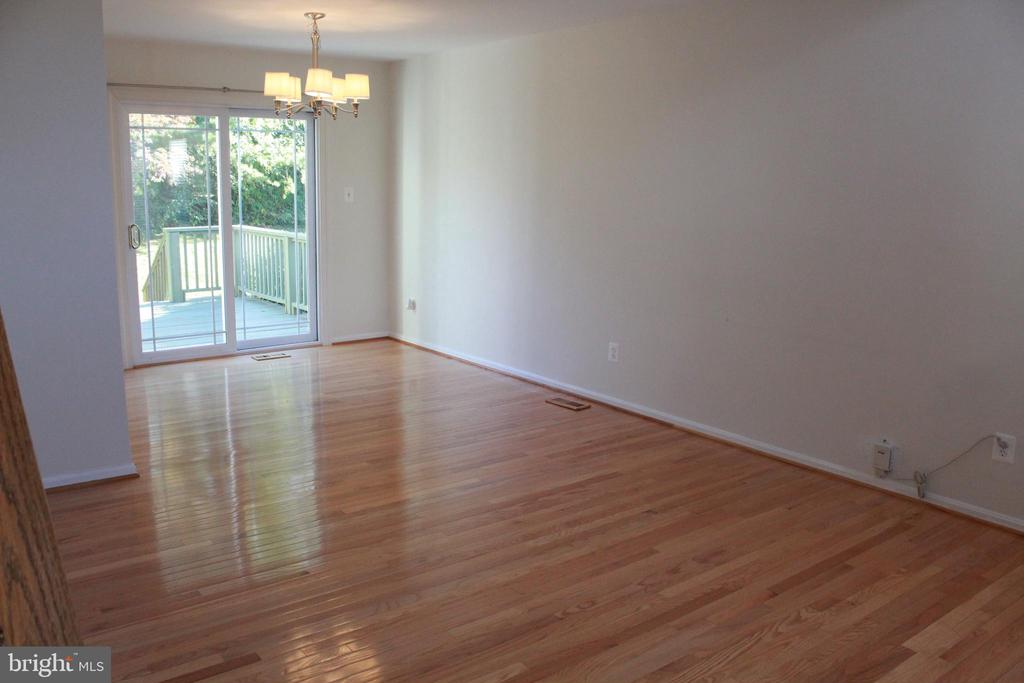 Living Room, with gleaming hardwood floors - 9083 BLUE JUG LNDG, BURKE