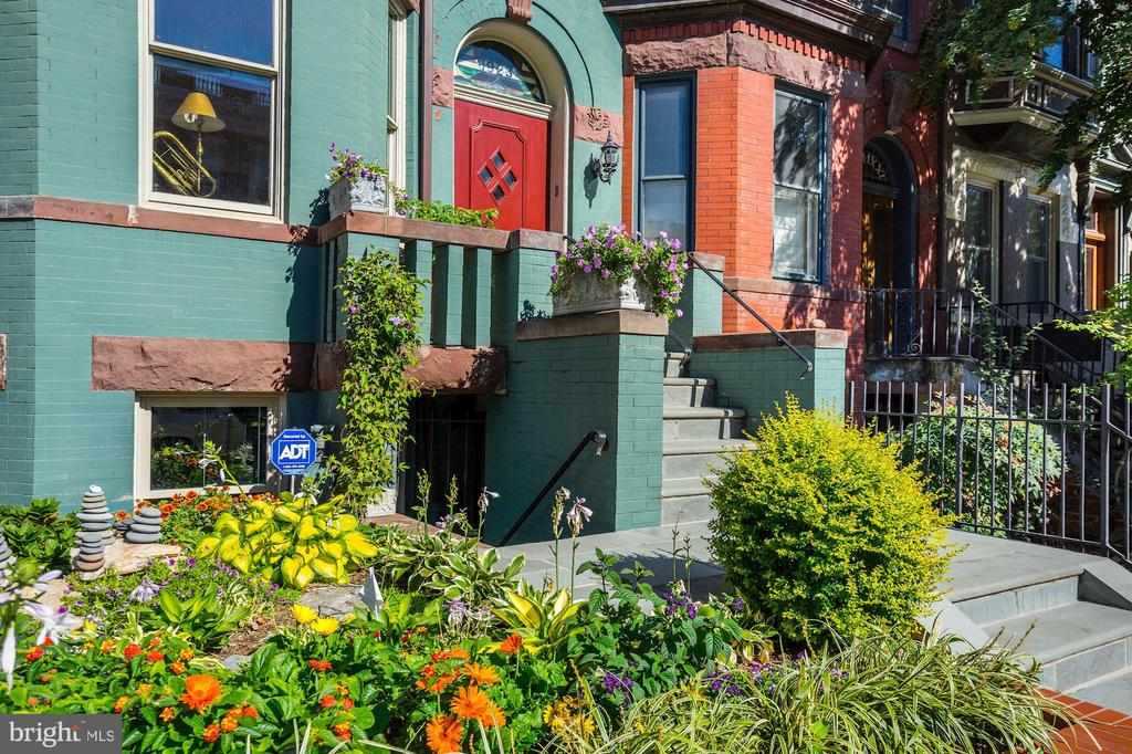 Impressively curated landscaping - 1923 S ST NW, WASHINGTON