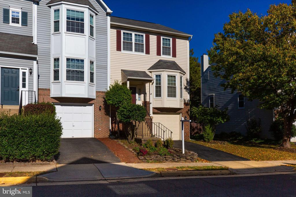Front Exterior - perspective view (left) - 6858 KERRYWOOD CIR, CENTREVILLE