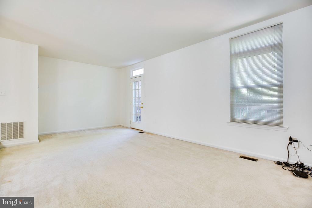 Living Room - showing Window and Door to Deck - 6858 KERRYWOOD CIR, CENTREVILLE