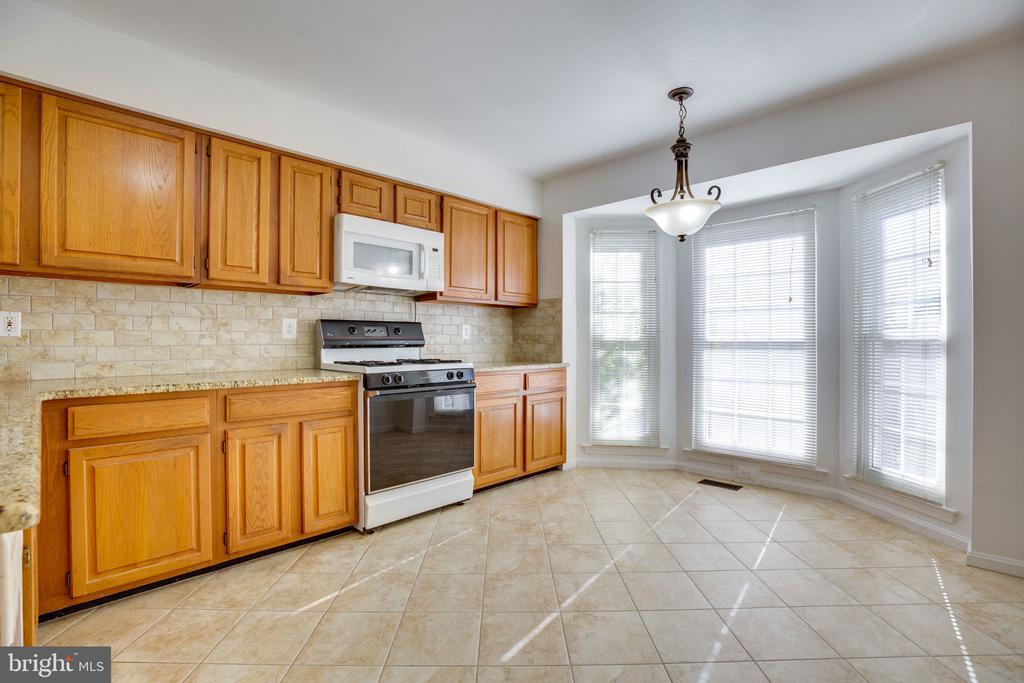 Kitchen w/ Ceramic Tile, Backsplash, Bay Window - 6858 KERRYWOOD CIR, CENTREVILLE
