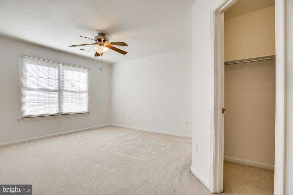 Master Suite w/ Walk-in Closet, Lighted Fan - 6858 KERRYWOOD CIR, CENTREVILLE