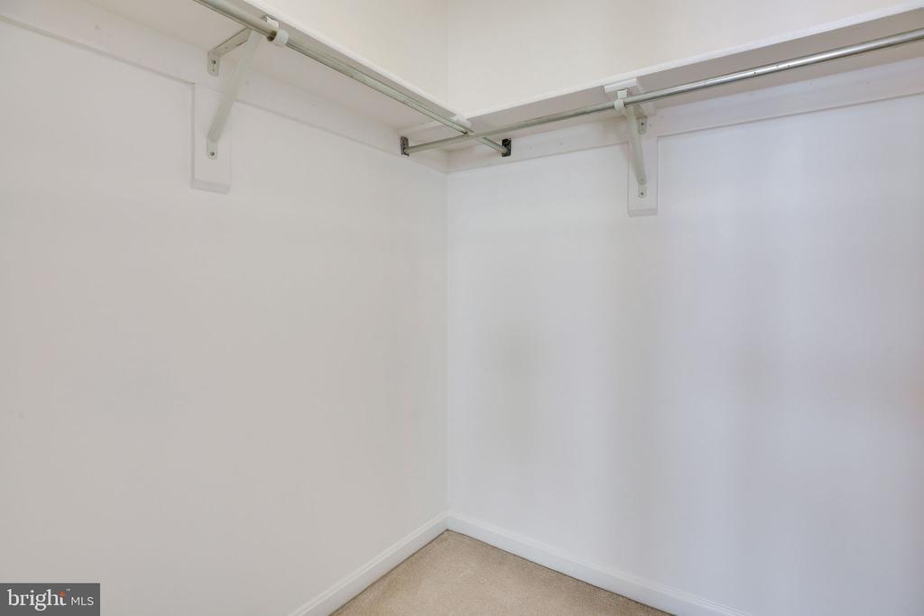Master Walk-In Closet - 6858 KERRYWOOD CIR, CENTREVILLE