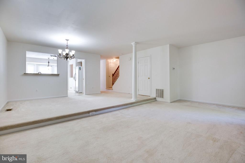 Living Rm (front), Dining Rm (behind) - alt view - 6858 KERRYWOOD CIR, CENTREVILLE