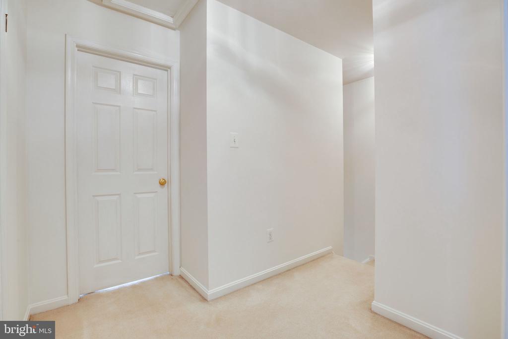 Upstairs Hallway - 6858 KERRYWOOD CIR, CENTREVILLE