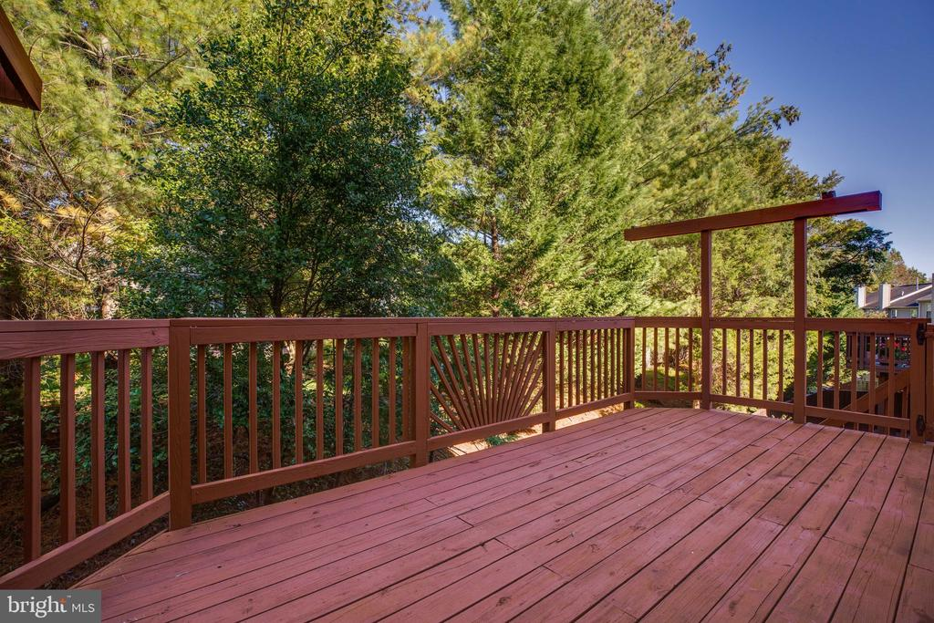 Deck backing to Tree Buffer - alternate view - 6858 KERRYWOOD CIR, CENTREVILLE