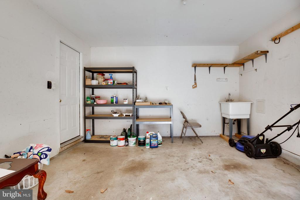 Garage with Utility Sink - 6858 KERRYWOOD CIR, CENTREVILLE
