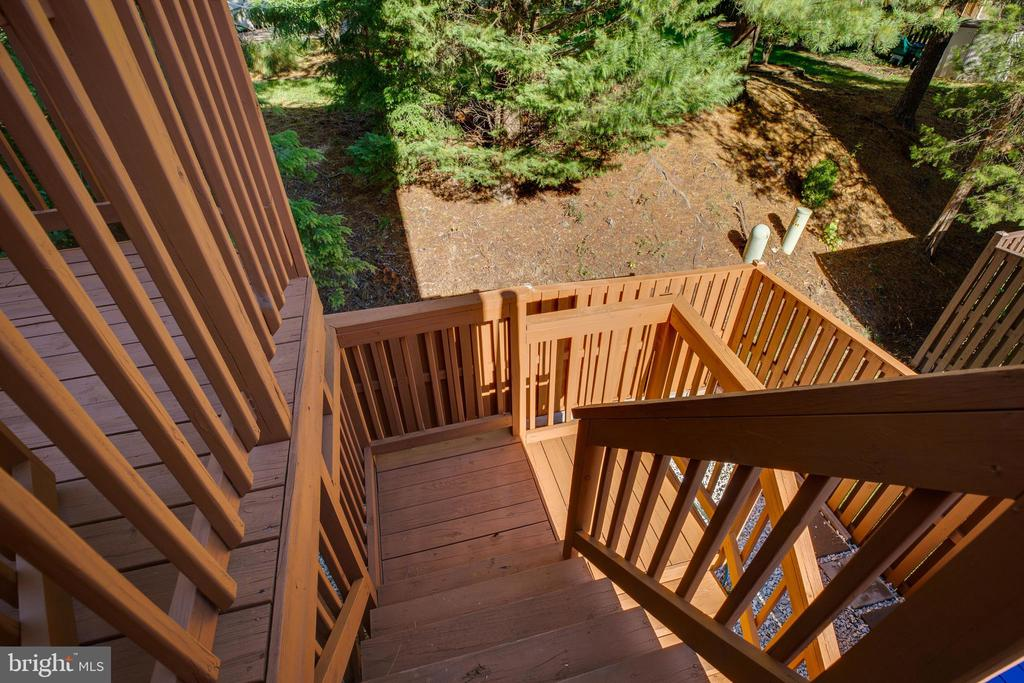Deck with Stairs down to Rear Yard - 6858 KERRYWOOD CIR, CENTREVILLE