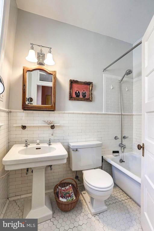 Top floor master bathroom - 1923 S ST NW, WASHINGTON