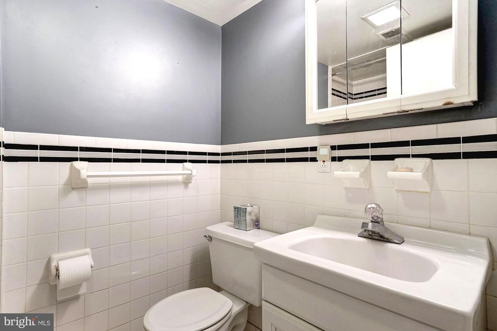 Lower level unit full bathroom - 1923 S ST NW, WASHINGTON