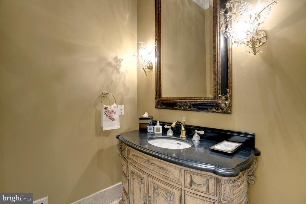 Informal Powder Room - 9300 RIVER RD, POTOMAC