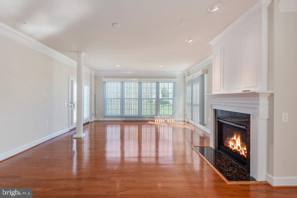 Warm and Inviting Family Room - 7 BATTERY POINT DR, FREDERICKSBURG