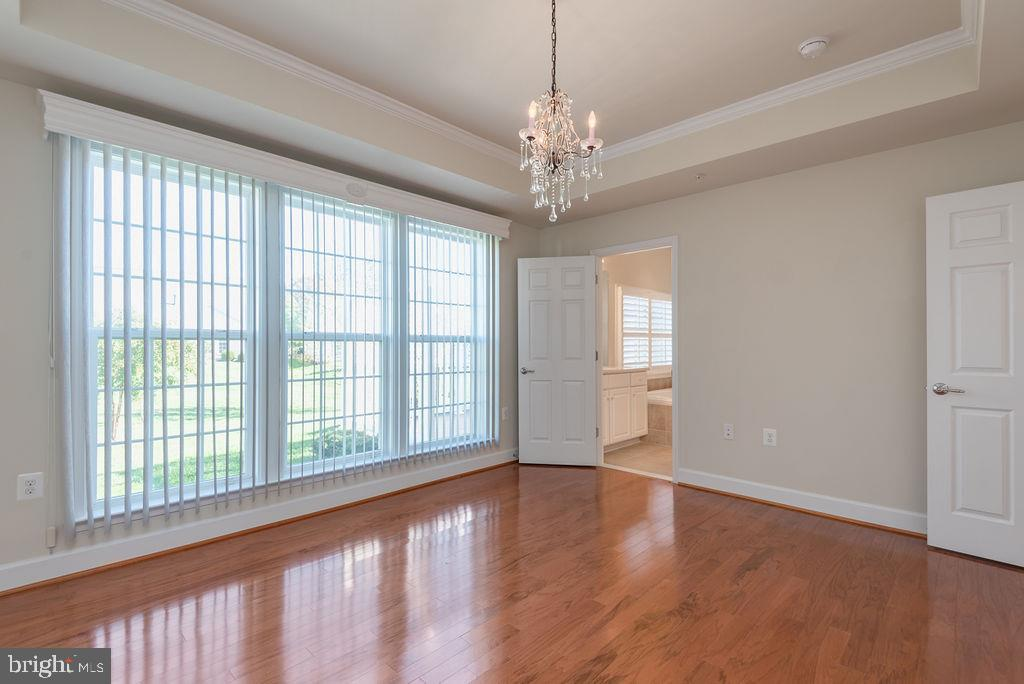 Tray Ceiling and Wood Floors - 7 BATTERY POINT DR, FREDERICKSBURG