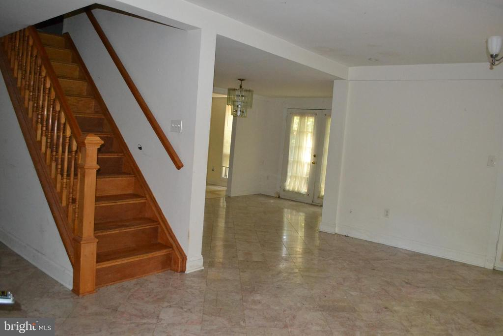 Staircase to second level from living area - 7207 RIDGEWAY DR, MANASSAS