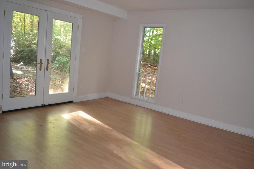 Master Bedroom with French doors to Deck - 7207 RIDGEWAY DR, MANASSAS