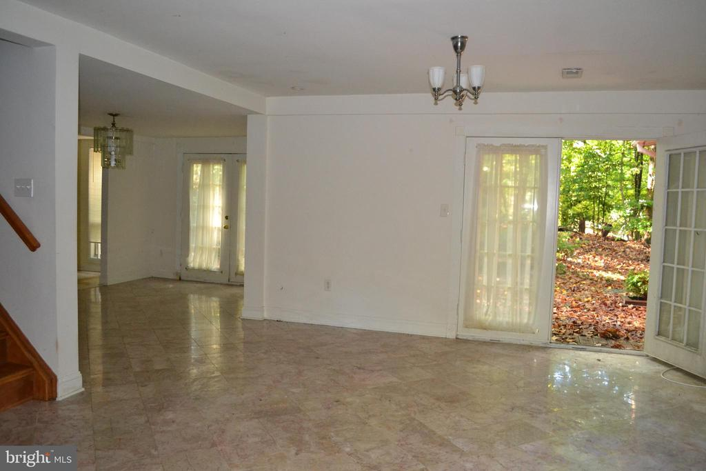 Living Area w/ French doors to Deck - 7207 RIDGEWAY DR, MANASSAS