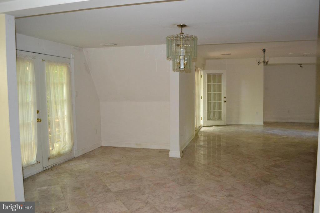 Dining Room with French doors to Deck - 7207 RIDGEWAY DR, MANASSAS