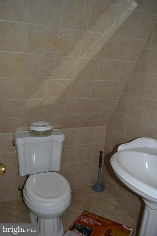Full Bath # 2 - 7207 RIDGEWAY DR, MANASSAS