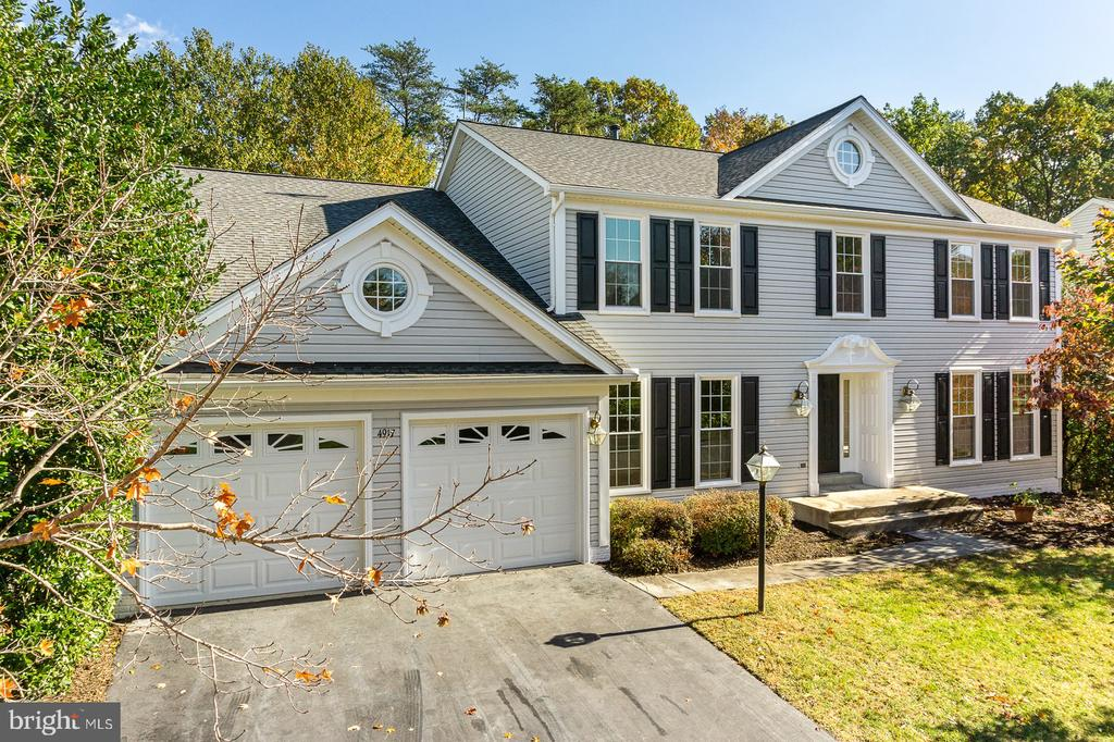 Welcome to 4917 Edge Rock Drive - 4917 EDGE ROCK DR, CHANTILLY