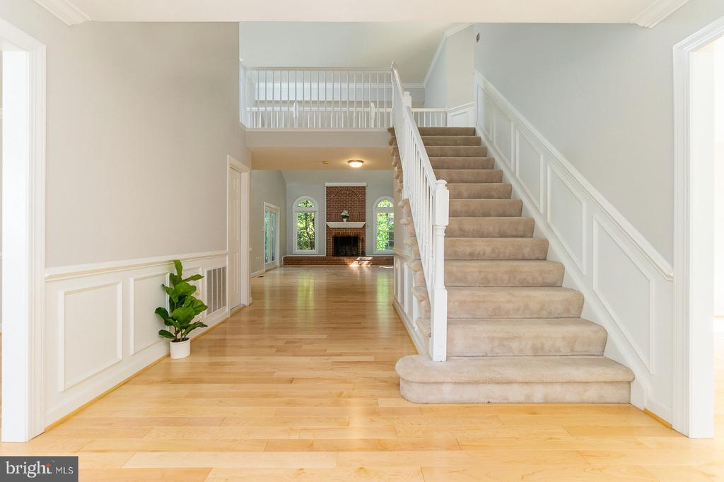 New hardwoods on main level thru-out - 4917 EDGE ROCK DR, CHANTILLY
