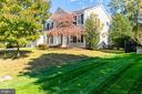 In the heart of the Fair Lakes area - 4917 EDGE ROCK DR, CHANTILLY