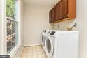Main level Laundry/Mud room with NEW washer/dryer - 4917 EDGE ROCK DR, CHANTILLY