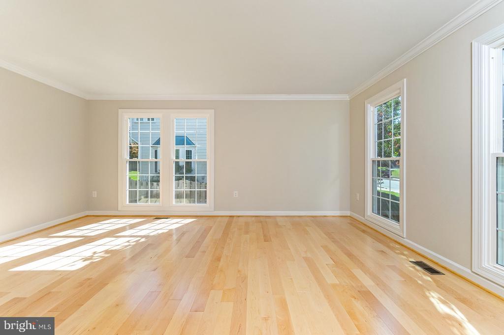Formal Living room - 4917 EDGE ROCK DR, CHANTILLY