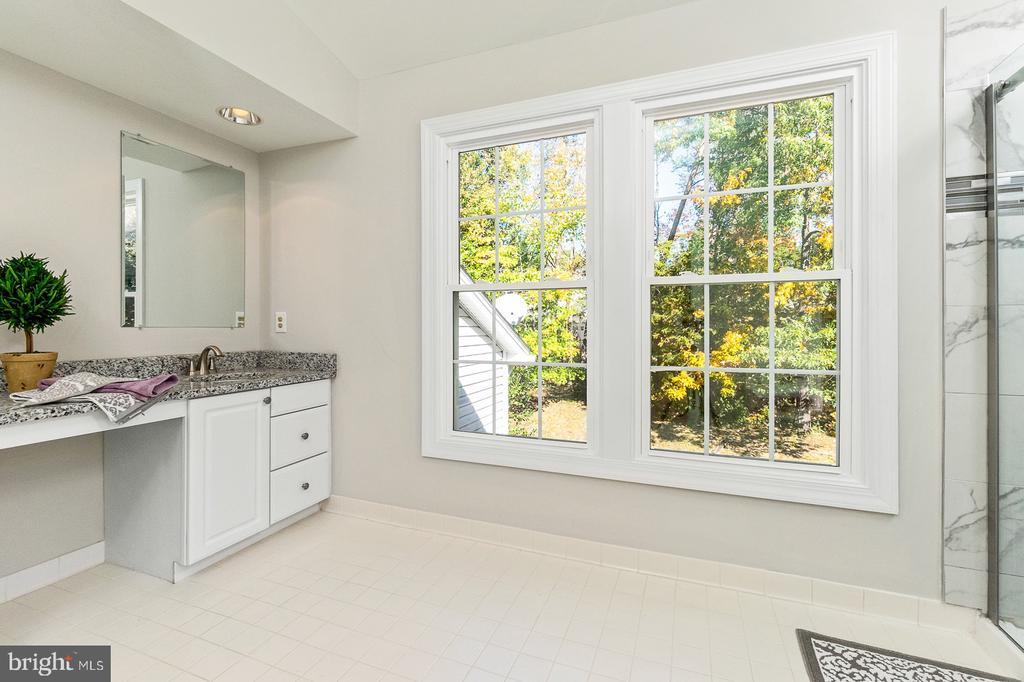 Dual sinks w/ NEW Granite countertops & fixtures - 4917 EDGE ROCK DR, CHANTILLY