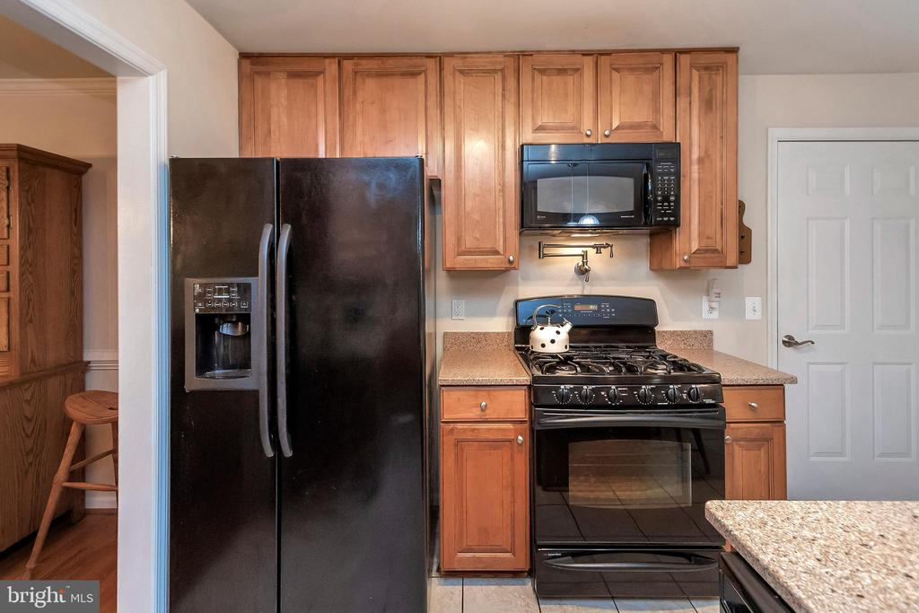 Great appliances, too! - 404 WILDERNESS DR, LOCUST GROVE