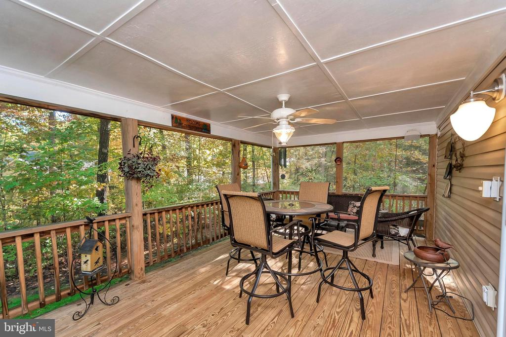 Fantastic screened porch extends living space - 404 WILDERNESS DR, LOCUST GROVE