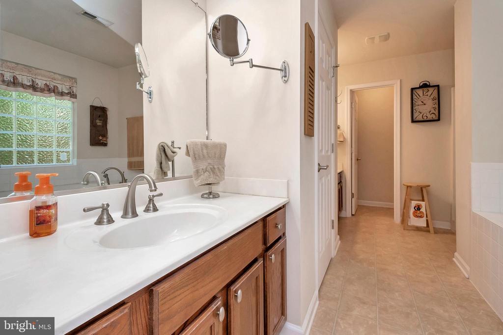 Luxurious master bath - 404 WILDERNESS DR, LOCUST GROVE