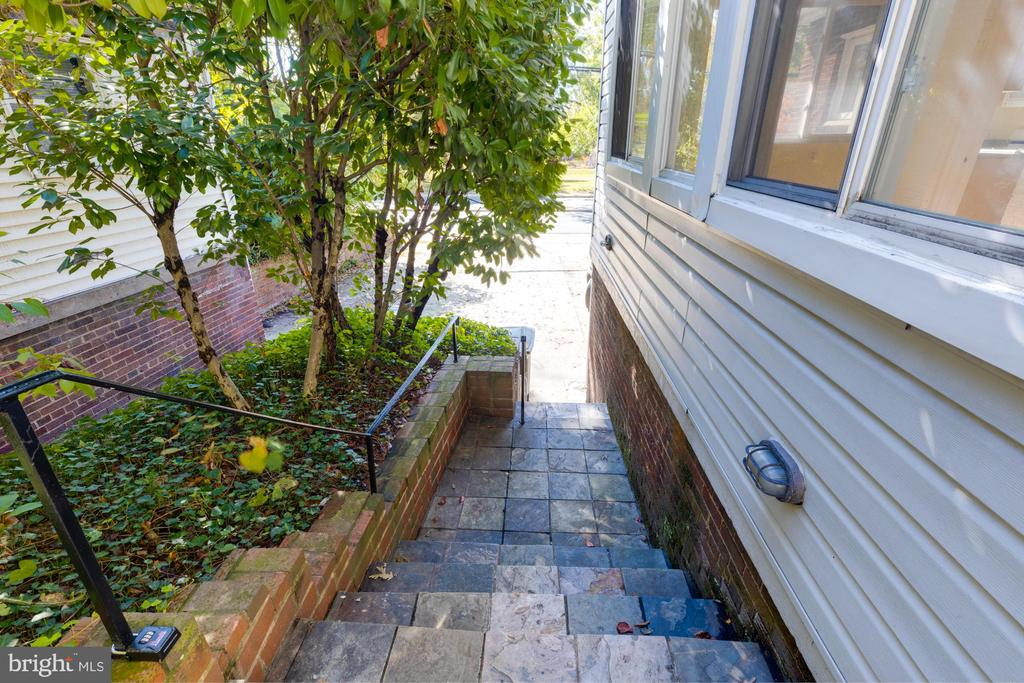 Side Stairs from Garage - 3137 S GLEBE RD, ARLINGTON