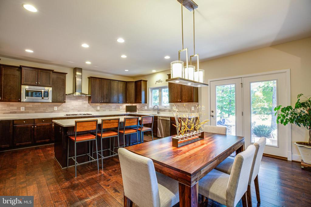 Upgraded lighting over the breakfast area - 11206 VALOR BRIDGE DR, SPOTSYLVANIA