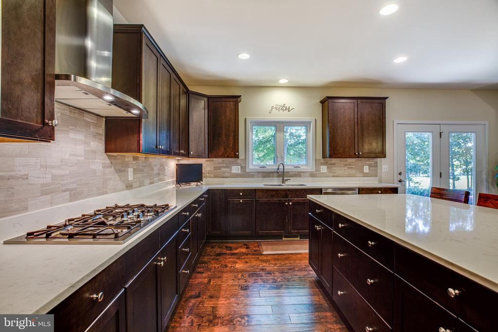 This kitchen is ready for any chef! - 11206 VALOR BRIDGE DR, SPOTSYLVANIA
