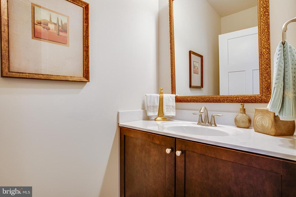 Main-level half bathroom - 11206 VALOR BRIDGE DR, SPOTSYLVANIA