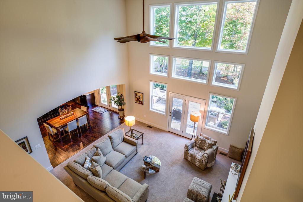 Two-story family room - 11206 VALOR BRIDGE DR, SPOTSYLVANIA