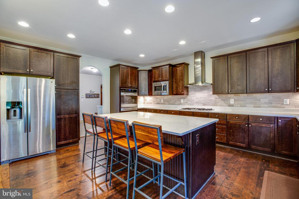 Spacious island with a breakfast bar - 11206 VALOR BRIDGE DR, SPOTSYLVANIA