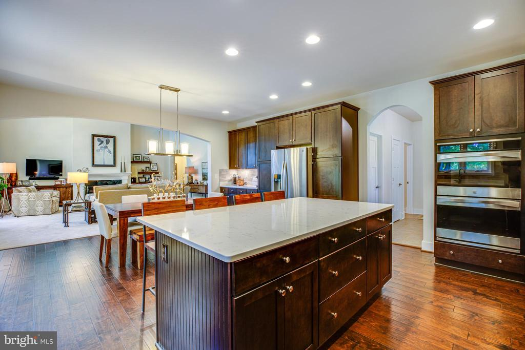 Fabulous counter space - 11206 VALOR BRIDGE DR, SPOTSYLVANIA