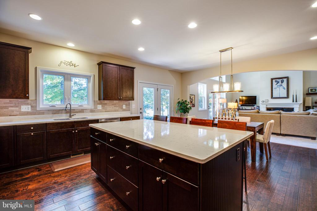 Kitchen opens to the family room - 11206 VALOR BRIDGE DR, SPOTSYLVANIA