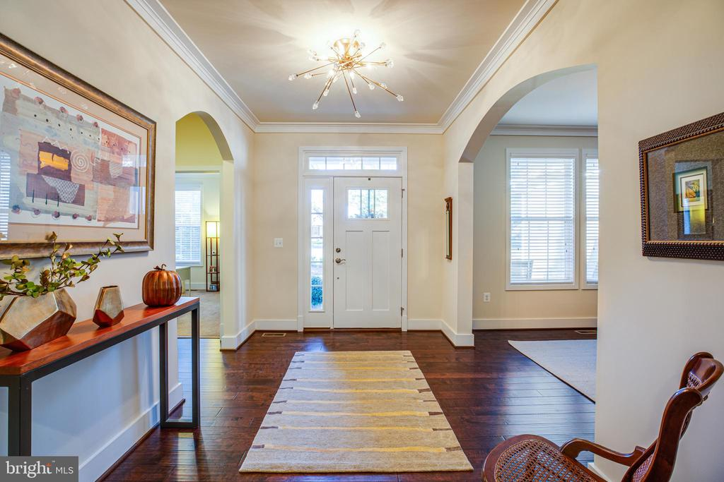 Foyer with upgraded lighting and hardwood floors - 11206 VALOR BRIDGE DR, SPOTSYLVANIA