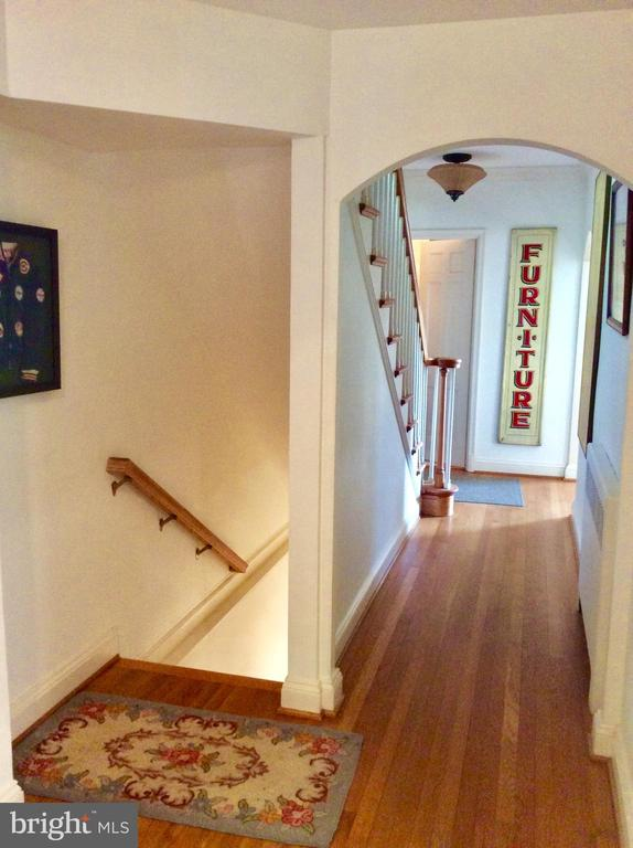 Elegant archways open to spacious halls/rooms. - 18217 CANBY RD, LEESBURG