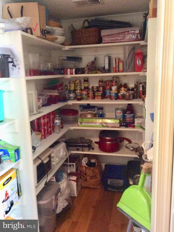 Chef's pantry off